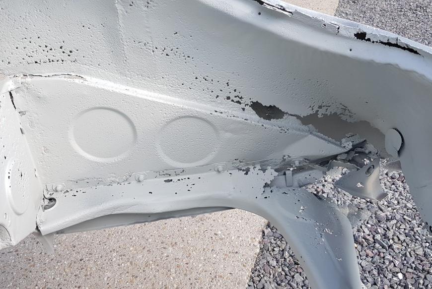 Porsche karoséria poznačená zubom času