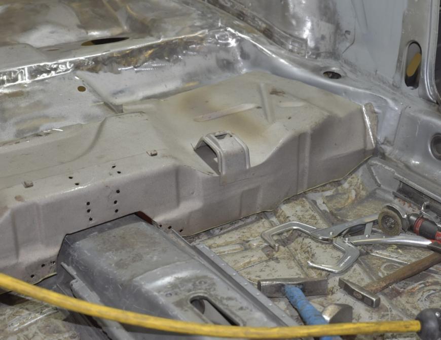 Audi S1 - Vyvarenie podlahy