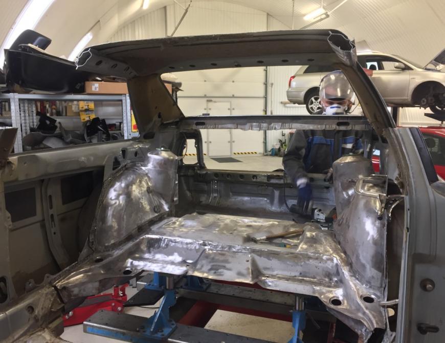 Audi S1 - Skracovanie podlahy